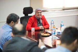 مدير معمل متبقيات المبيدات خلال لقاء وفد إيجاك